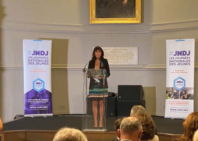 Claudine Schellino, fondatrice des JNDJ, a été décorée Chevalier de l'Ordre National du Mérite par Blandine Mulliez, Présidente de la Fondation Entreprendre.